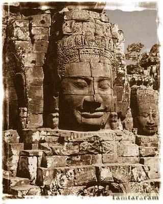 Памятник голова